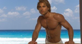 Sebastian Rulli shirtless